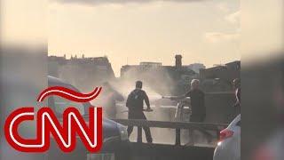 Varios transeúntes derribaron al atacante de Londres