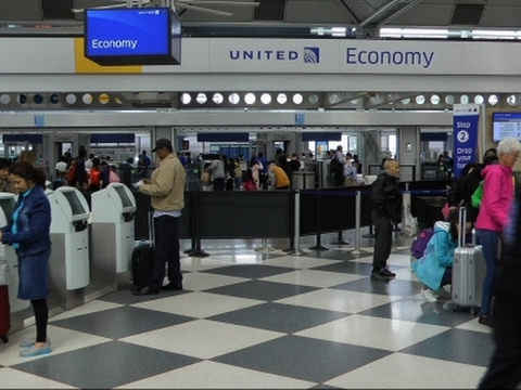 United CEO Oscar Munoz Offers Video Apology