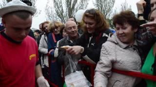 Бесплатные крылышки на Дне города в Запорожье(, 2016-10-08T13:50:53.000Z)