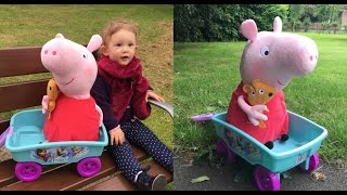 LITTLE GIRL PLAYING WITH PEPPA PIG / FROZEN WAGON / JUGANDO CON PEPPA PIG /