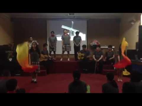 Persembahan lagu rohani allah peduli medley mujizat itu nyata (sma petra alpha christian school)