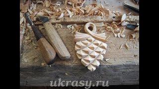 Резьба по дереву. Стилизованная шишка на карниз Амурский лес
