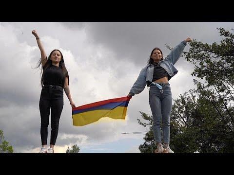 شاهد: أوركسترا بوغوتا تقيم حفلا موسيقيا من أجل -السلام- وسط اضطرابات في البلاد…  - نشر قبل 3 ساعة