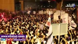 «وايت نايتس» تودع الزمالك بهتافات حماسية داخل مطار القاهرة: «قطعوهم.. موتوهم».. فيديو
