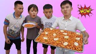 Hưng Troll | Bị Trẻ Trâu Khinh Thường Thách Thức Làm Bánh Gạo Tokbokki Hàn Quốc Khổng Lồ Và Cái Kết