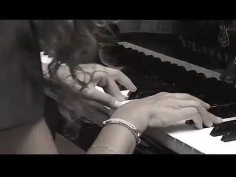 Racha Arodaky joue la Sarabande de Haendel
