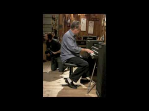 brian wilson at hollywood guitar center january 2009 youtube. Black Bedroom Furniture Sets. Home Design Ideas