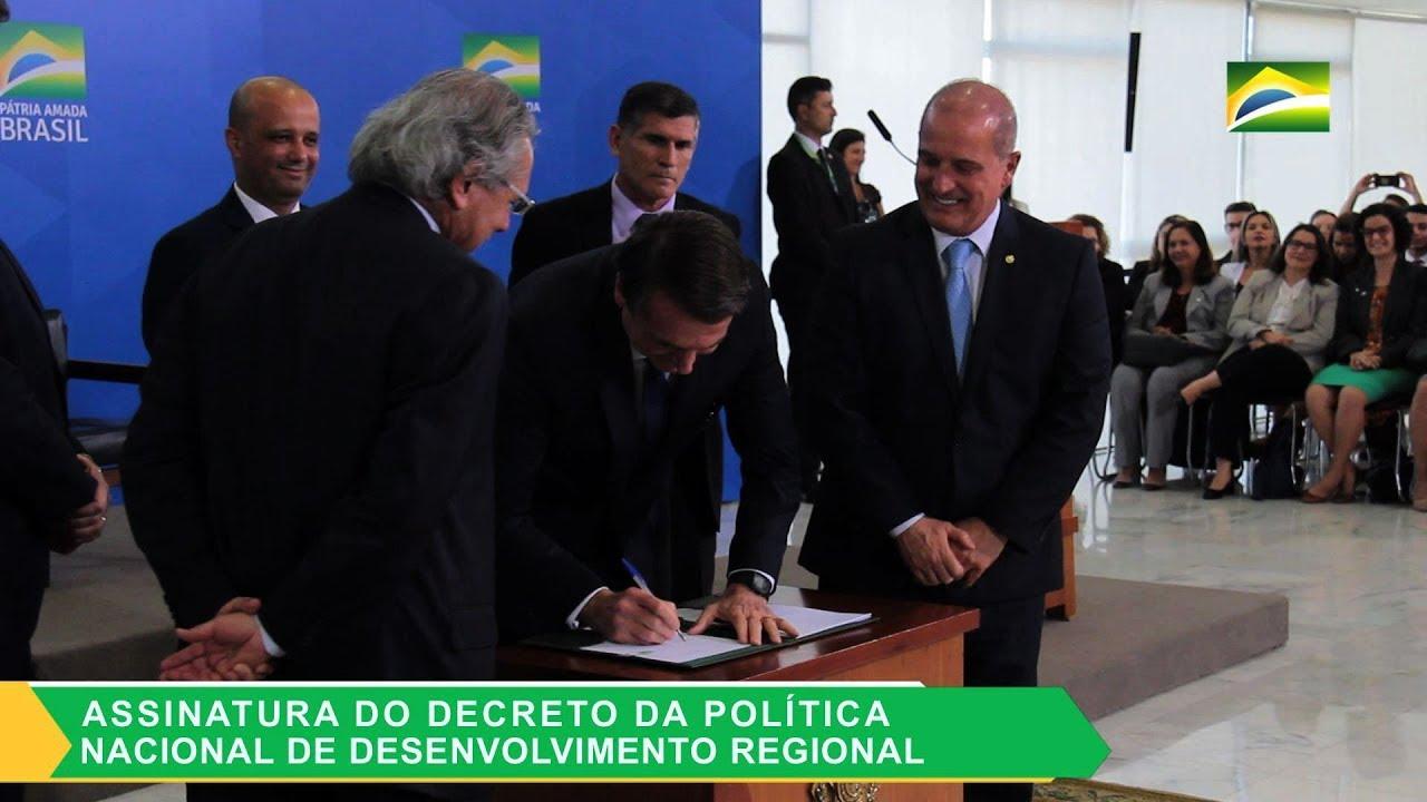 """""""É mais Brasil e menos Brasília"""", diz Bolsonaro sobre desenvolvimento regional"""