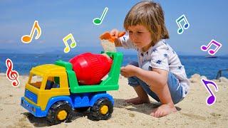 Песенки Бьянки - бетономешалка! Бьянка, Маша Капуки и Карл играют в машинки на пляже. Привет, Бьянка