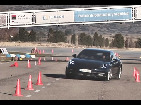 Porsche Panamera 4S 2017 - Maniobra de esquiva (moose test) y eslalon   km77.com