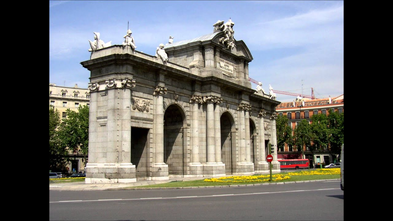 La Puerta De Alcala Orgullo Madrid.wmv