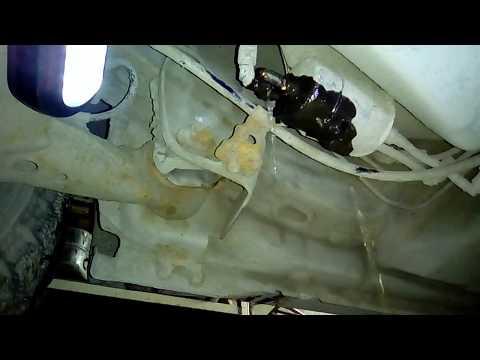 видео: Замена топливного фильтра на geely mk