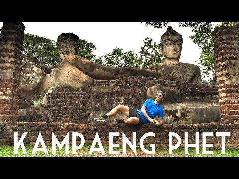 KAMPHAENG PHET, THAILAND // A History Lesson and a Dog Attack! // Travel Vlog