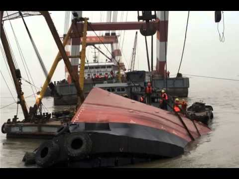 BBC News-Search after Chinese boat capsizes in Yangtze river