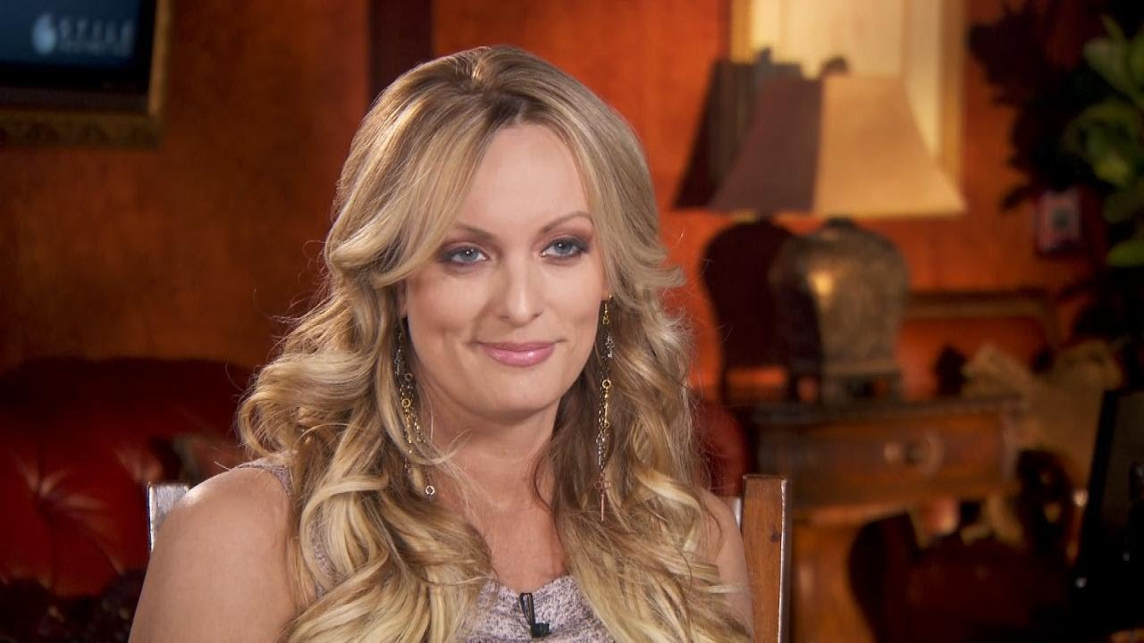 Stormy Daniels Smiles When Asked About Sexual Relationship -9007