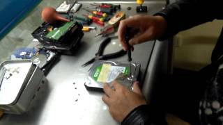 How To Remove Hard Drive Cover & Heads Correctly
