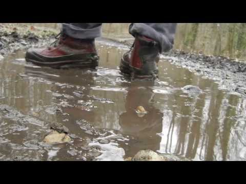 nike air max conquer ACG cleaning up in muddy water