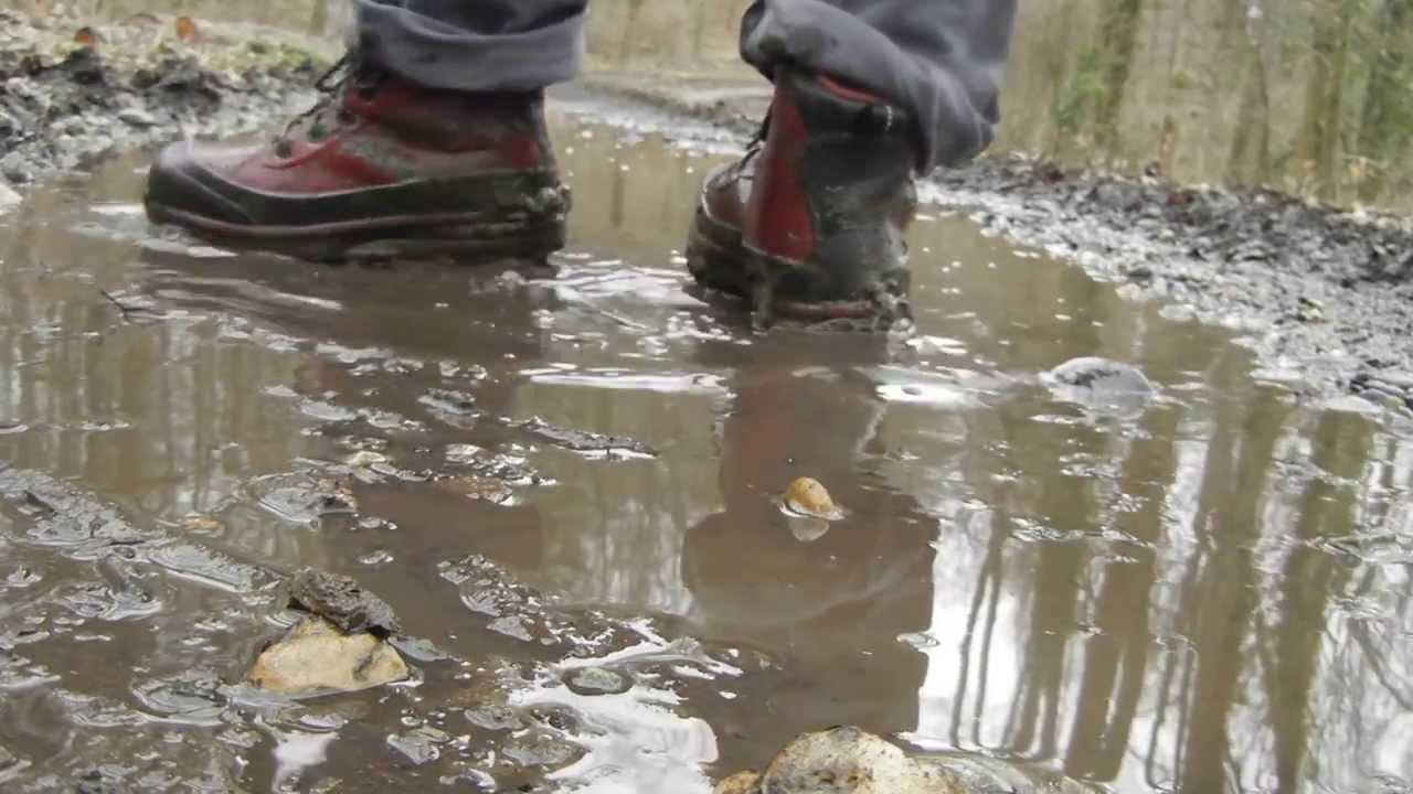 best sneakers 4eb98 5e32e nike air max conquer ACG cleaning up in muddy water - YouTube