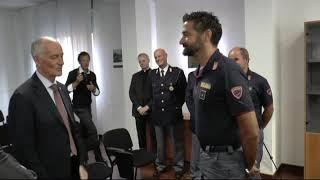 Il capo della Polizia Gabrielli incontra poliziotto prestigiatore