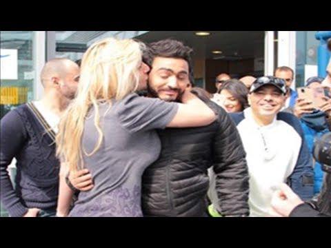 تامر حسني نزل الشارع في اسكندرية فجأة وبيتصور مع الناس سيلفي 😍😍