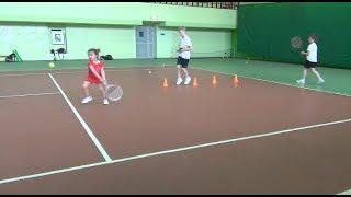 Большой теннис. Групповая тренировка. Часть 1. Работа ног на конусах. Видеоурок.