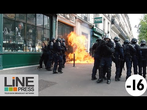 Très violente manifestation. Guérilla urbaine / Paris - France 01 Mai 2017