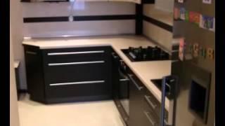 видео Маленькие кухонные гарнитуры: как выбрать дизайн и комплектацию?