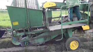 HASSIA Уборка картофеля HASSIA и DF-250(Уборка картофеля 2011 Комбайн HASSIA и трактор DF-250., 2011-08-22T16:48:37.000Z)