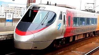 児島駅を出て行く8000形特急しおかぜ