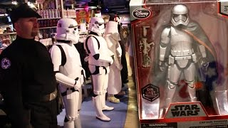 Star Wars The Force Awakens Force Friday event Time Square New York Toy Action Figure Hunting