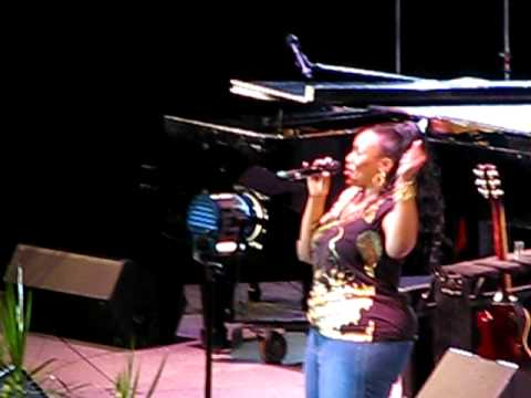 Mandisa sings at Extraordinary Women Conference in Tulsa, Oklahoma