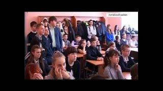 Житель села Алтайское проводит в школах уроки мужества