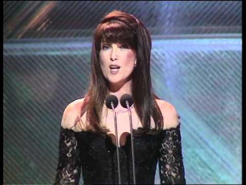 1990 - Cathy McGowan introduces a performance from Lisa Stansfield