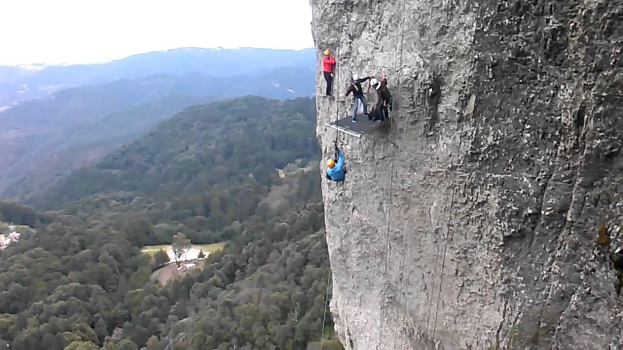 Salto de Tarzán en la Vía Ferrata en Mineral del Chico