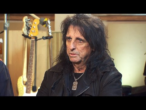 Superstar Alice Cooper opens up about mental health