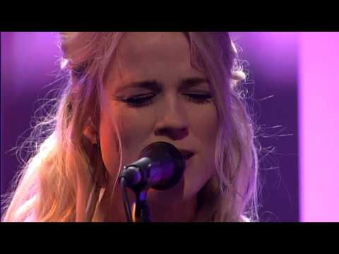 The Common Linnets - Love goes on - DWDD 12-03-14