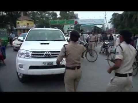 Dabbang Lady Police While Challan of Traffic Violators