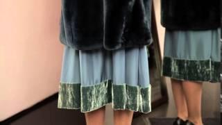 Как выбрать дизайнерскую шубу. Актуальный совет.(Развеиваем стереотип о том, что платье не должно выглядывать из под шубки! Это очередной миф -вы можете выби..., 2016-02-27T13:21:49.000Z)