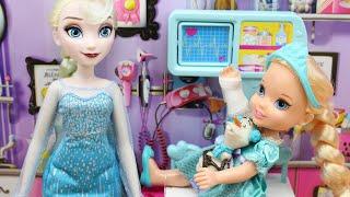 entrada Debilitar Peregrinación  Barbie Doctora de bebés le pone escayola a Elsa | Elsa se cae y se rompe un  brazo - YouTube