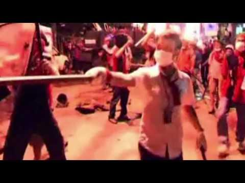 Revolution in Thailand - Brutale Strassenschlacht mit der Polizei