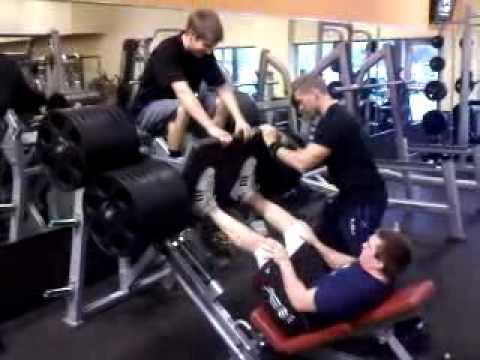 17 year old leg pressing 1665 lbs