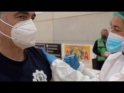 Cartagena vacuna a 850 policías y bomberos contra la covid