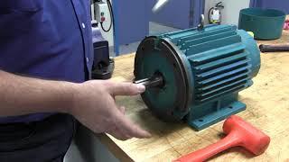 Démontage du rotor et des flasques d'un moteur électrique industriel