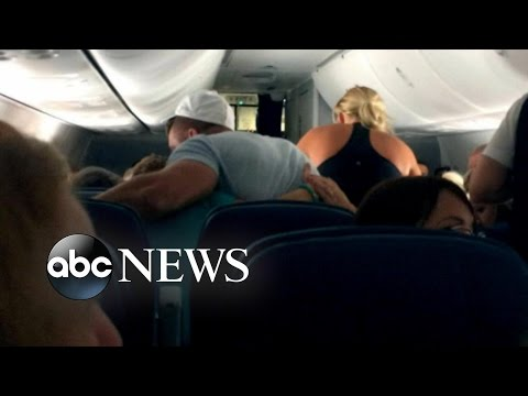 Tim Tebow Leads Prayer After In-Flight Emergency