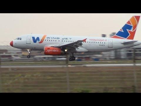 A319 WindJet a Fiumicino - uno degli ultimi voli - One the last flight of WindJet