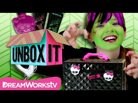 Monster High Makeup Tutorial with the Monster High Monsterfy Makeup Case | UNBOX IT