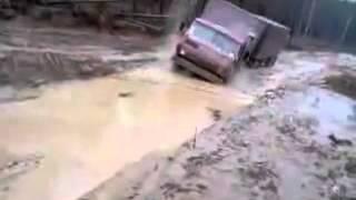 Камаз в грязи едет, грузовики 21 века(Камаз в грязи едет, грузовики 21 века. Камазы это достояние грузовых автомобилей России. Часто проводят гонк..., 2014-06-06T09:03:18.000Z)