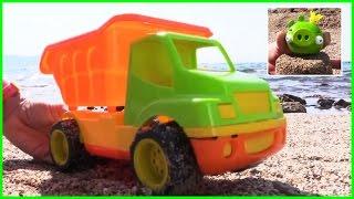 Kid's Toy Construction Trucks: Angry Birds Pig Summer Beach Demo/tức Giận Chim đồ Chơi Xây Dựng