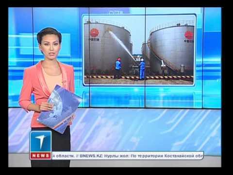 Казахстанцы сдают доллары в обменники