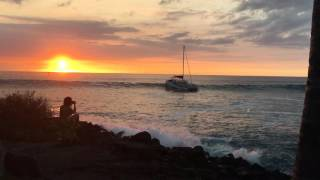 Boat Crashes During Hawaii's Eddie Aikau Big Wave Surf Competition Day